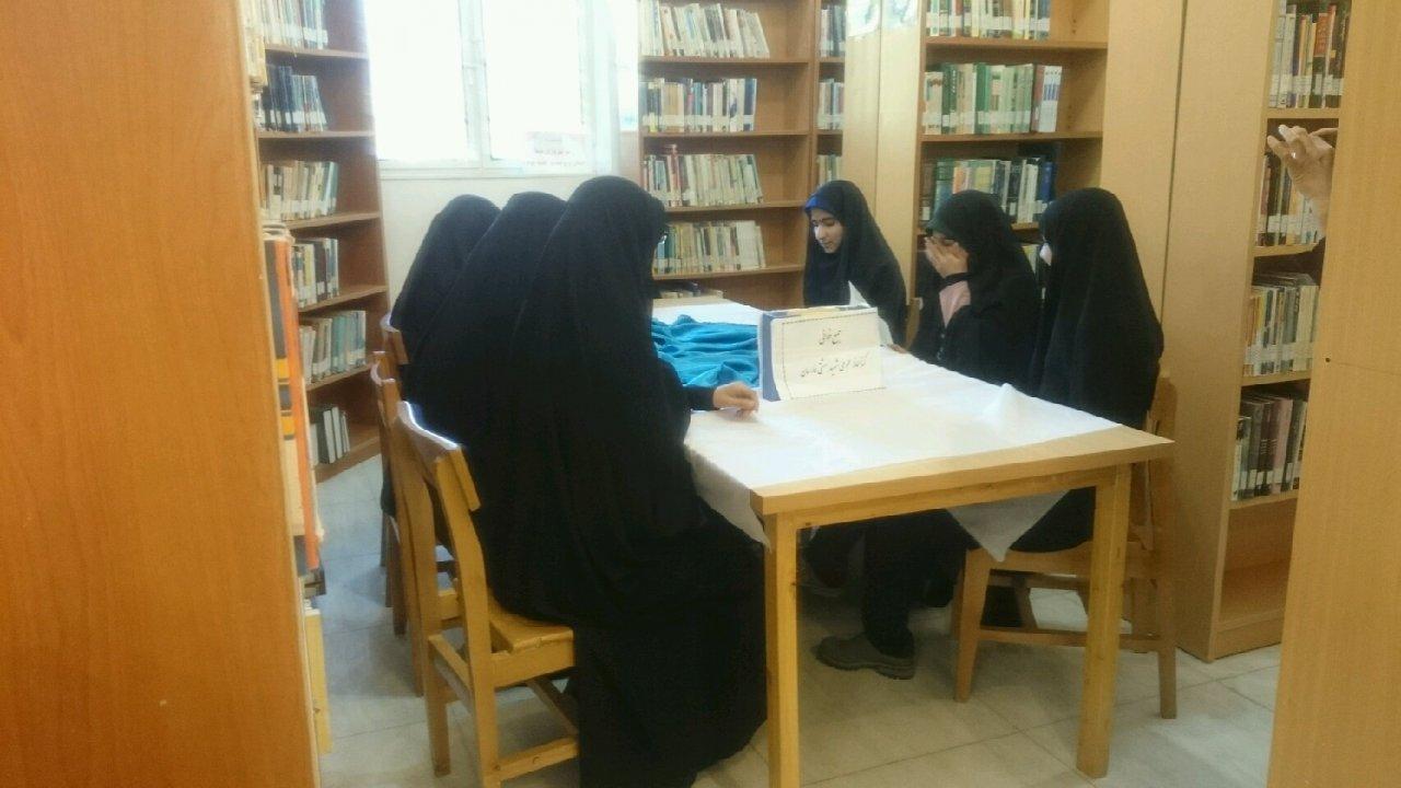 اردوی پژوهشی همراه با بازدید از کتابخانه